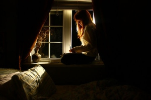 bedroom-expressive-girl-night-thoughts-window-Favim.com-93356